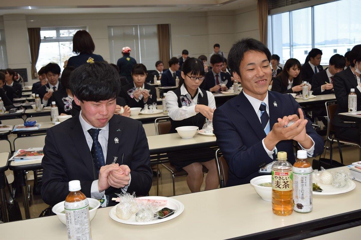 新入職員とニコニコおむすび大作戦!