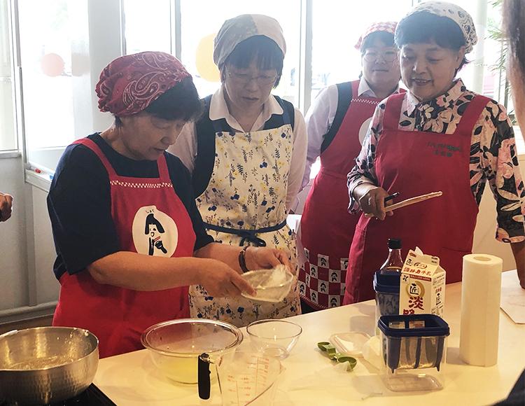 地域で輝け!女性組織☆<br>県産野菜を使って乳和食料理講習会