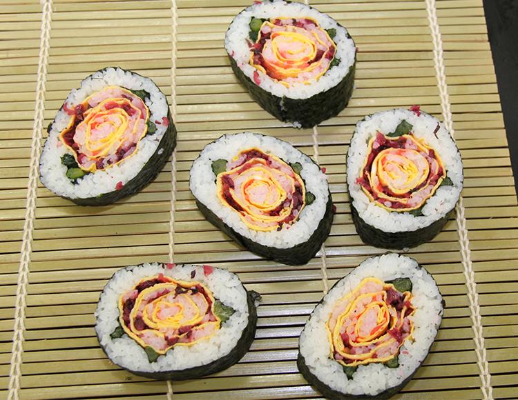 できることからはじめよう!<br>~太巻き寿司作り料理教室を開催~