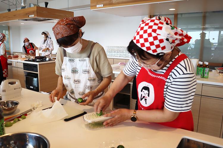地域で輝け!女性組織☆<br>県産野菜・果物を使ったパウンドケーキ作り